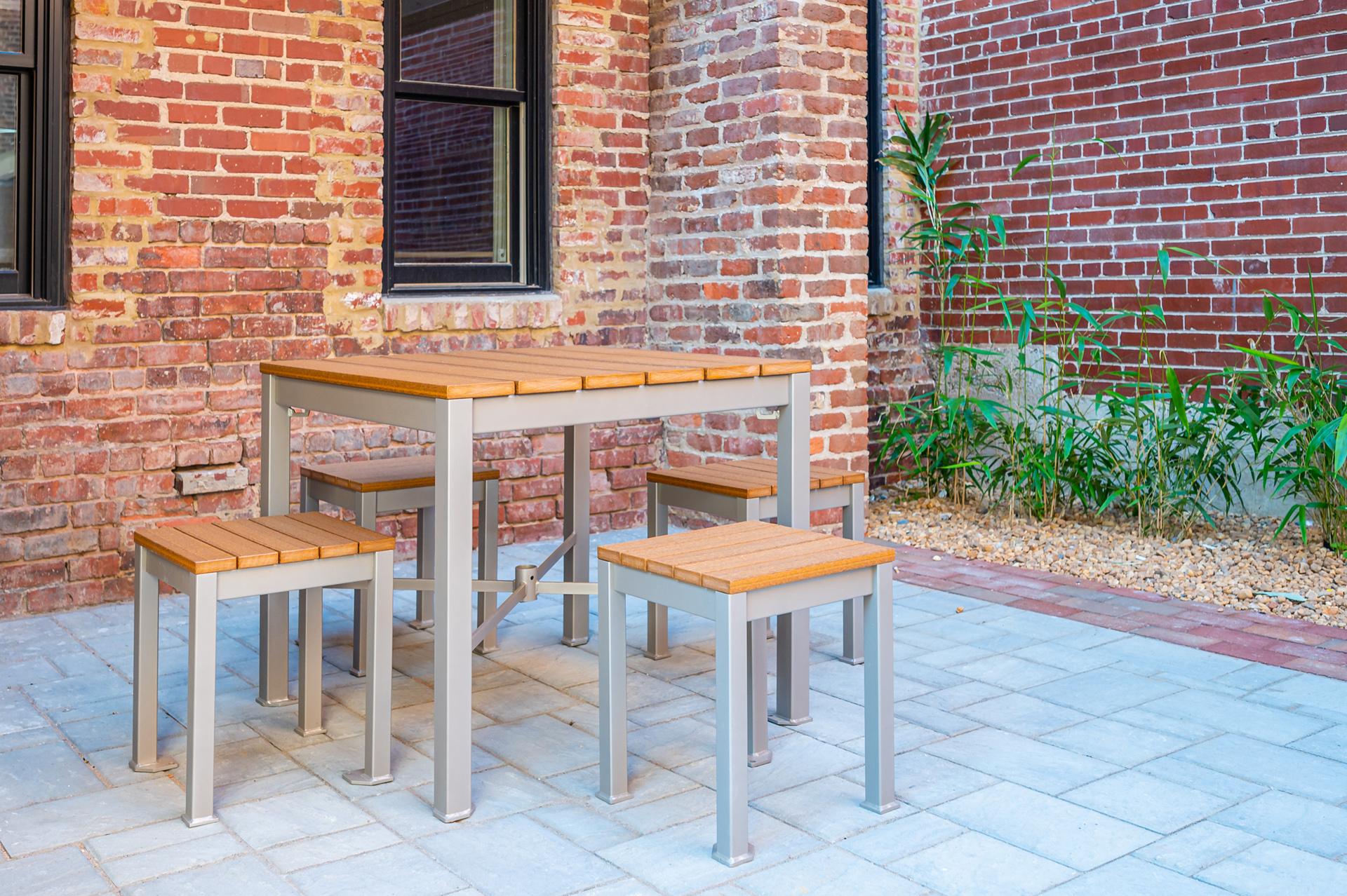 Monona Table